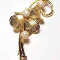 Vintage Goldtone Flower Brooch with Pearls