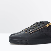 Sneakers with zips
