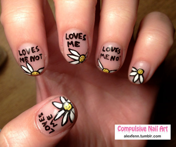 Love me, love me not fake nails