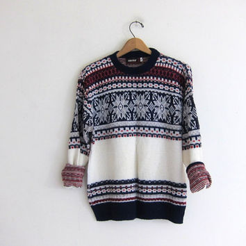 vintage oversized boyfriend sweater.  pullover ski sweater with snowflakes. size XL