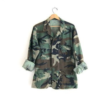 20% OFF SALE. Vintage men's army shirt. military jacket. camouflage coat