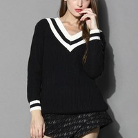 Contrast Deep V-Neck Sweater in Black Black S/M