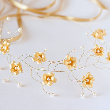 Christmas party accessories, winter tiara, flower crown, floral wedding crown, floral crown, gold flower, bridal hair accessories, gold