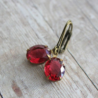 Red Coral Glass Rhinestones Earrings. Vintage. Bridal Accessories. Fall. Fashion. Bridesmaids Earrings. Weddings. Gift.