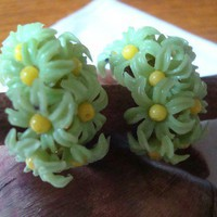 Vintage Lime Green Daisy Flower Plastic Clip Earrings