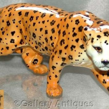"Retired Beswick Large (12"" length) Earthenware Leopard Model 1082 Designed by Arthur Gredington issued 1946 - 1975, c1960's (b) (ref: 3130)"
