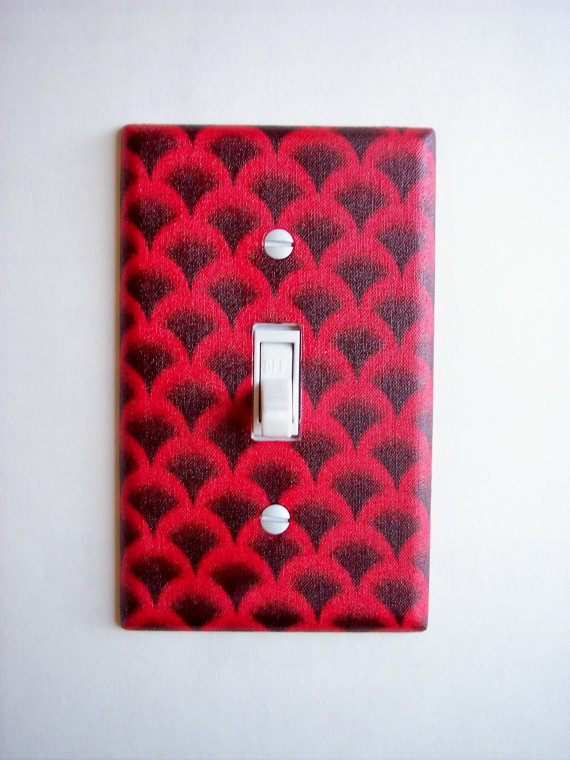 Red Scalloped Single Toggle Switchplate