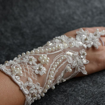 WEDDING Gloves ,Pearl Wedding Gloves, lace gloves, Fingerless Gloves, champagne lace gloves, bridal gloves