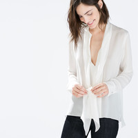 Blouse with a bow collar