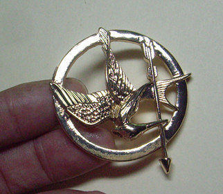 Brooch---brass The Hunger Games Inspired Mockingjay brooch with a pin at the back-antique golden