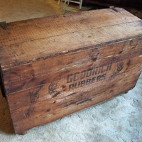 Shipping Crate Coffee TABLE Storage Box by by MrsRekamepip on Etsy