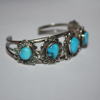 Beautiful Vintage Sterling Silver Turquoisewith flower inspired Bracelet 5 in -US free shipping