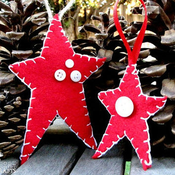 Felt Christmas Star Ornament, gift tag, primitive, Red white, buttons, hand stitched, rustic ornament, shabby chic, cozy, country christmas