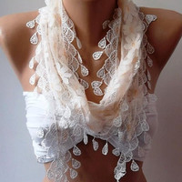 Scarf with Lacy Edge.Scarf shawl