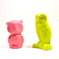 owl figurine set, neon, lime green, pink, upcycled ceramics, vintage owls, kitsch, bird figurines, 60s, mod, bright housewares, nature
