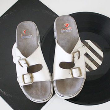 Vintage 90s Hanes Sport Slip On Womens White Sandals size 7 1/2 from R+E