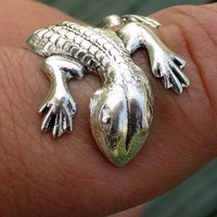 Steampunk CUTE lizardGECKO ADJUSTABLE ring by UmbrellaLaboratory