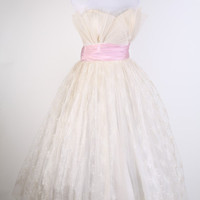 1950s Wedding Dress / Pink Dress / Dress / Dresses / Strapless / Bombshell / Pinup / Mad Men / Couture/ Fashion / Lace Wedding Dress / 0963