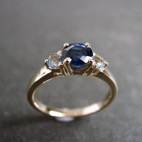 Blue Sapphire And White Sapphire En.. on Luulla