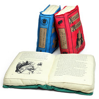 Olde Book Pillow Holiday Classics - Peter Pan and Wendy