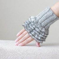 7-DAY shipping to US- Grey Ruffled gloves, Hand knitted knit wrist cuff, Gray frilly gloves