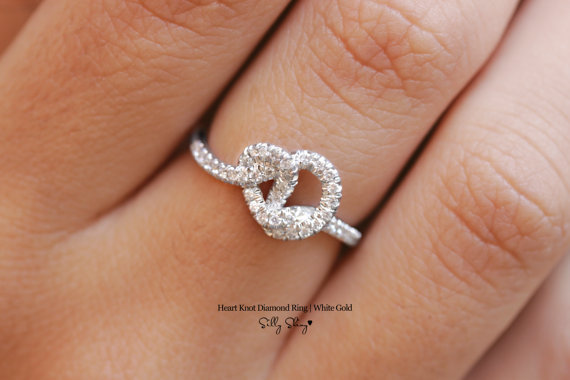 Heart Knot Diamond Ring 14K.