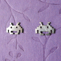 Space Invaders stud earrings in silver
