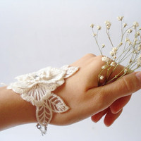 Ivory Lace Bracelet, Women accessories, Bridal cuff, Bridesmaids Accessories, Wedding cuffs