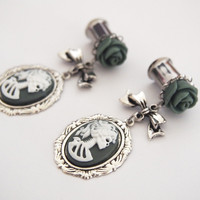 Glamsquared — 0g 8mm Macabre Madame Steel Cameo Dangly Plugs