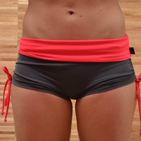 Shorts in anthracite and psycho red for Bikram yoga