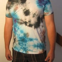 Tie dye t-shirt in Blue, Black, Brown, Purple Size Large