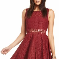 DailyLook: RAGA x DAILYLOOK Lace Fit and Flare Dress in Burgundy XS - L