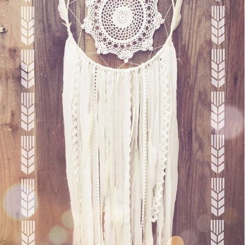 White Crochet Doily Boho Shabby Chic Lace Gypsy Glitter Feather Dreamcatcher // Nursery Decor
