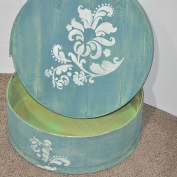 Painted Round Box. Hand Painted Wooden Cheese Box In Washed Denim Color