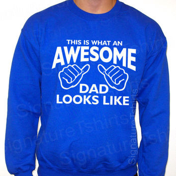 Awesome Dad This is what an daddy looks like Fathers Day Sweatshirt Crewneck 50/50 S, M, L, XL, 2XL