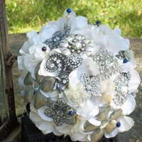 Brooch Bouquet on Luulla