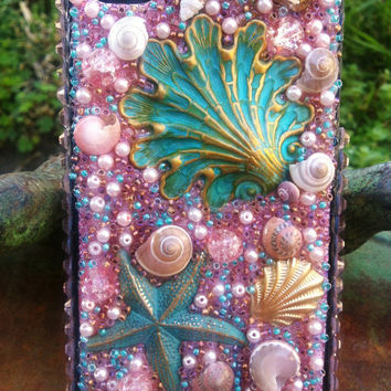 Stunning Pink Beach themed iPhone 4/4s Case