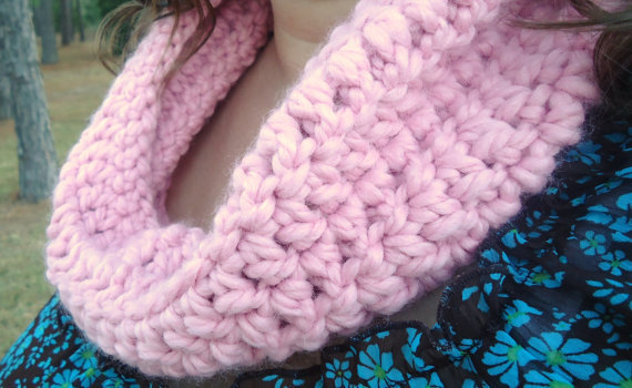 Cozy Cowl in pink, crochet cowl, short cowl