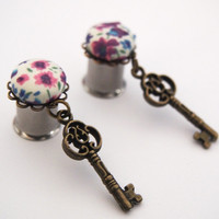 Glamsquared — 10mm 00g Key to Grandma's Attic Dangle Plugs