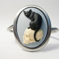 UNUSUAL GOTHIC CREEPY: Cat Sitting On Human Skull Cuff Bracelet