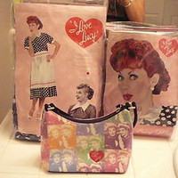 I LOVE LUCY LUCILLE BALL WOMENS ADULT HALLOWEEN COSTUME + RED WIG & BAG