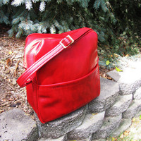 vintage red vegan weekender bag. overnight bag. fall fashion. computer bag