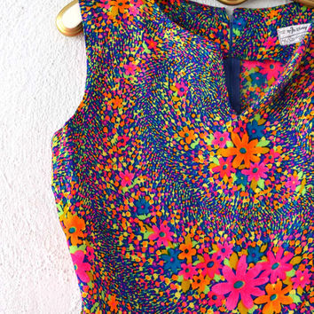Vintage 60s 70s Psychedelic Tank Top // Hipster Graphic Tank // Bright Pop Art Floral Hippie Shirt Blouse