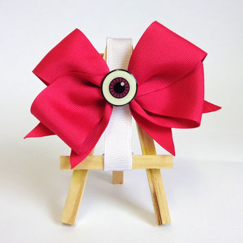 Eyeball Hair Bow!! Cute every day pink hair bow. This special eyeball bow is perfect for every kind or girl!