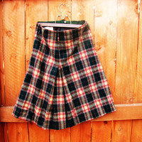 vintage hunter green and red wool plaid pleated skirt. size S to M. fall fashion