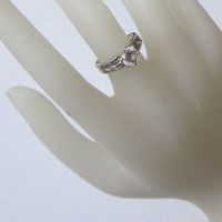 Sterling Silver RIng With Clear Stones - Vintage