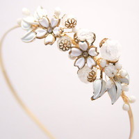 vintage daisy headband in gold and white