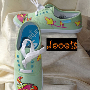 Handpainted women's sneakers. Henna keds. Ethnic indian shoes. Hand painted canvas shoes. Green Arty Mango Henna. Jooots from Artikrti