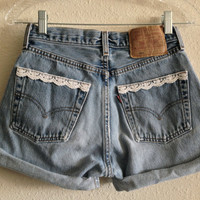 Lace Trim Pocket High Waisted Levi&#x27;s Shorts (Size 25)