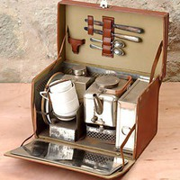 Tea Time / The eBay Find | Vintage Tea & Picnic Set | A Continuous Lean.
